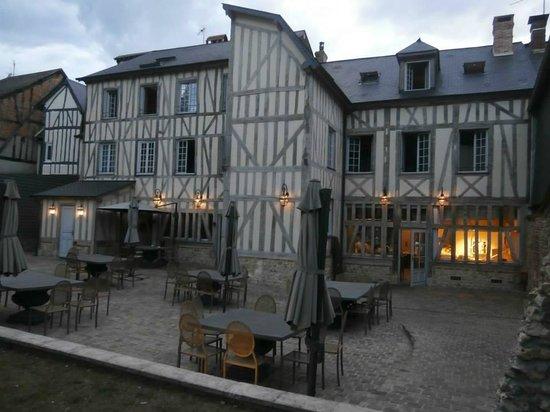 Fa ade arri re de l 39 h tel photo de hotel du grand cerf lyons la foret tripadvisor - Office du tourisme lyons la foret ...