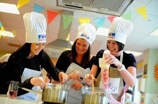 Fun Kitchen: Hen Party Cookery Classses