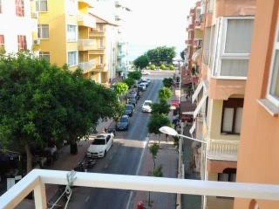 utsikt från våning 3 på Huzuray hotell entré sidan