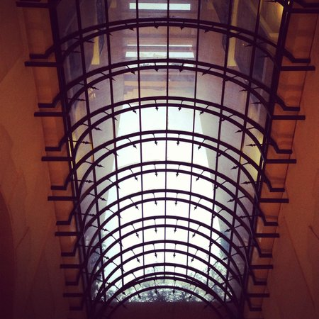 Le Patio Boutique Hotel: The lobby skylight.