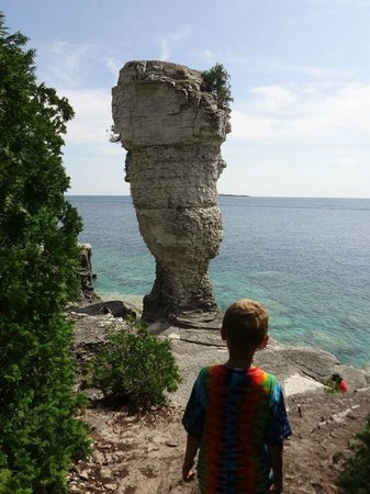 Bruce Anchor Cruises: The larger flowerpot on Flowerpot Island