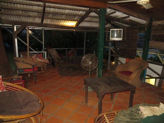 Ivy Guesthouse: Communal verandah