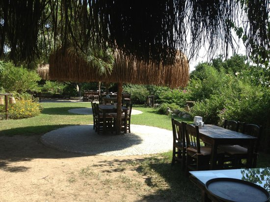 Toprakana Restaurant: Beautiful Garden