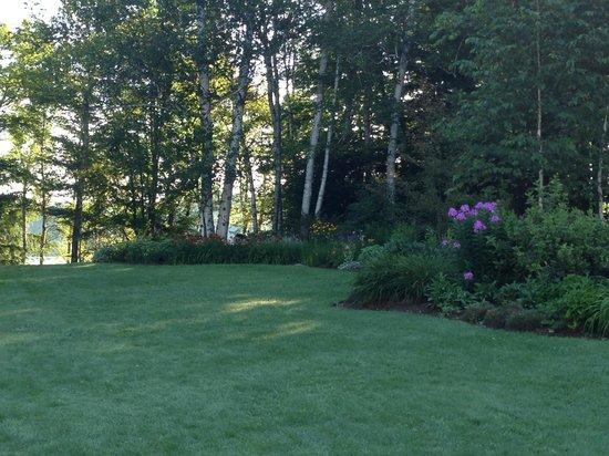 Wilson Lake Inn: Gardens