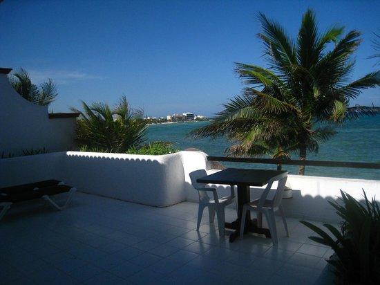 Del Sol Beachfront: deck