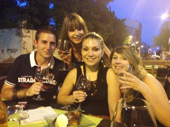 Lou Grilladou : Dégustation de vin en terrasse