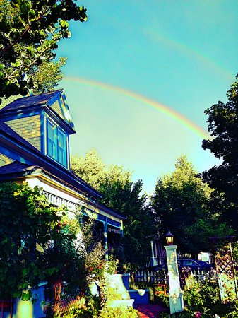 Dream Inn Mount Shasta: Double Rainbow over Dream Inn. Photo by Lonna