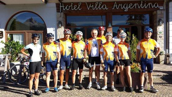Hotel Villa Argentina: Foto de grupo en la puerta del hotel