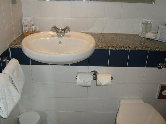 The Park Hotel: bathroom