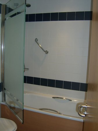 The Park Hotel: shower area