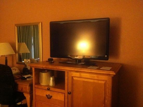 Best Western Plus El Rancho Inn: nice size flat screen