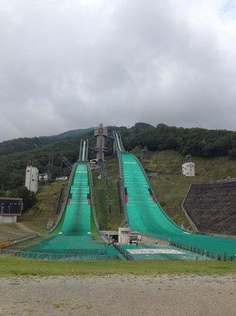 Hakuba Jump Arena: 仲良くジャンプ台が並びます
