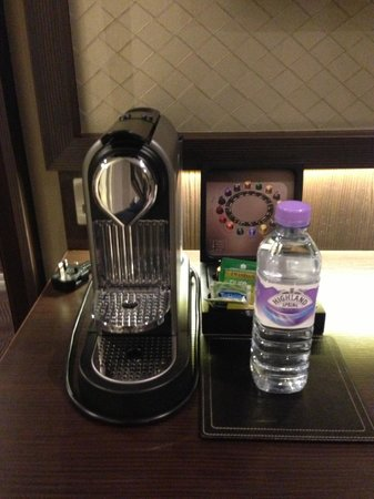 DoubleTree by Hilton - London Hyde Park: Free Nespresso!!