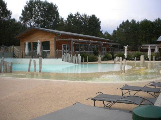 Camping Sandaya Soustons Village : une partie de la piscine
