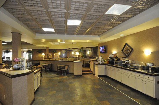 Holiday Inn Express Louisville Airport Expo Center: breakfast area