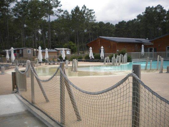 Camping Sandaya Soustons Village : l'autre partie de la piscine