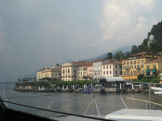 Hotel Du Lac: hotel view - arriving on the ferry.