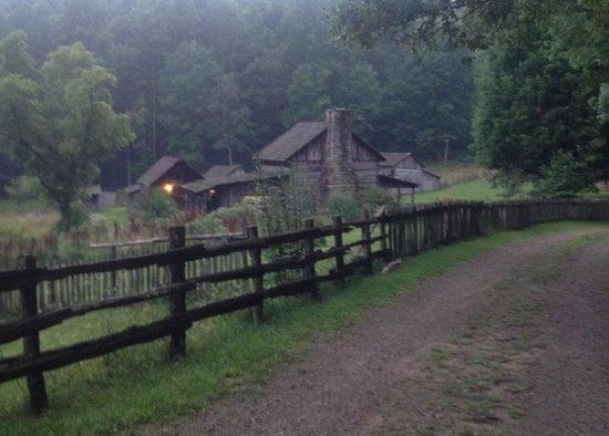 Twin Falls Lodge : Twin Falls: Pioneer Farm 1