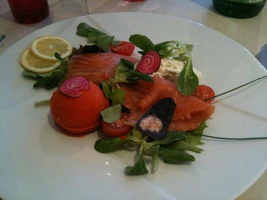 Auberge du Pecheur : Saumon fumé et sa glace au poivron
