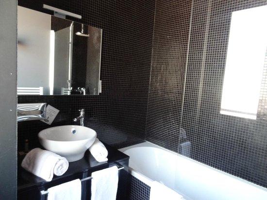 Hôtel de Paris : salle de bain