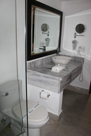 Camp David: Standard bathroom