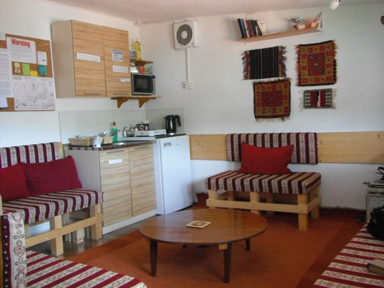 Hostel SA: Common room, kitchen.