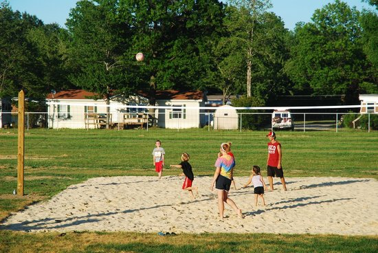 Indian Creek RV and Camping Resort: Beach Volleyball