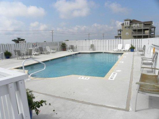 Oasis Suites Hotel: Nice Pool.