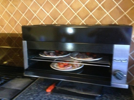St. Martin's Bed & Breakfast: Breakfast being freshly cooked on the grill
