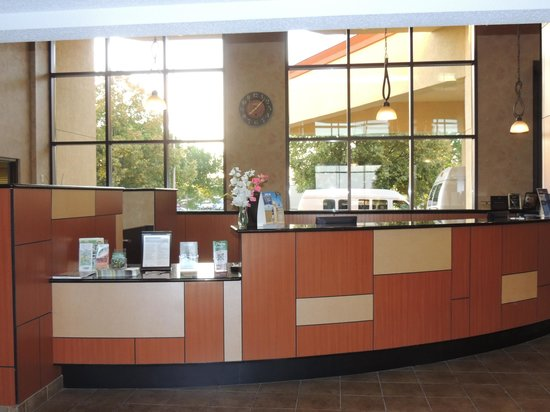 BEST WESTERN PLUS Dakota Ridge: Check In Desk