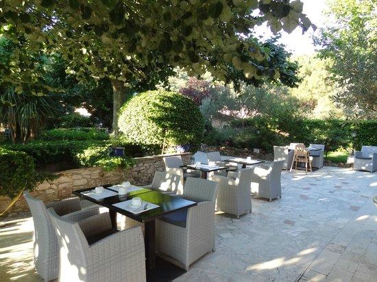 Le Relais Des Chartreuses: une des terrasses