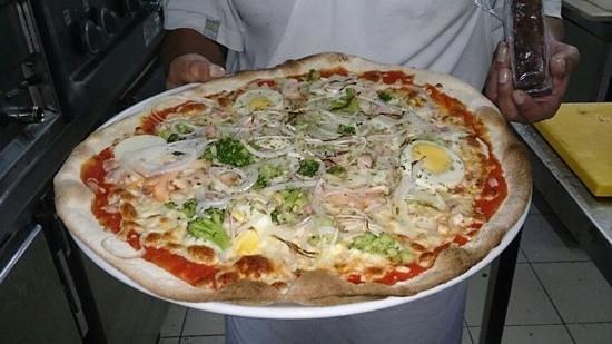 pizza della casa la factoria gnam gnam picture of restaurante pizzeria la factoria. Black Bedroom Furniture Sets. Home Design Ideas