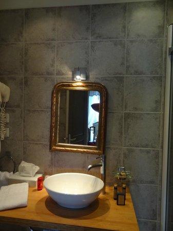 Le Relais Des Chartreuses: la salle de bain