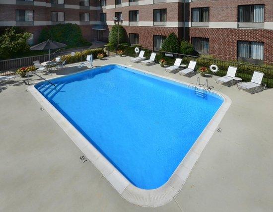 Fairfield Inn & Suites Charlottesville North: Outdoor Pool