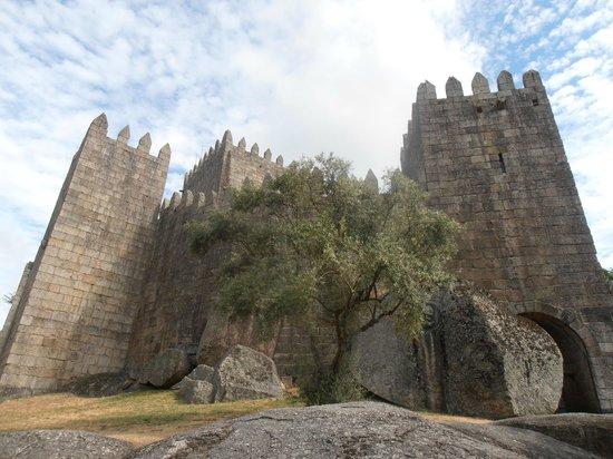 Paço dos Duques de Bragança: CASTILLO CONTIGUO
