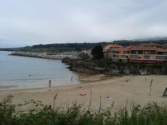 Hotel Sablon: playa el sablón, con el hotel al fondo