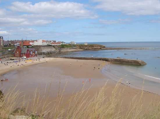 Cullercoats Beach: Beach looking towards Whitley Bay