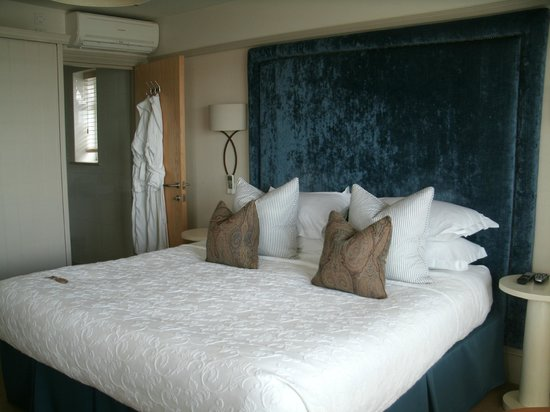 Roslin Beach Hotel: Comfy bedroom