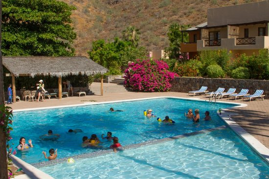 Hotel Tripui: Guest enjoying the pool