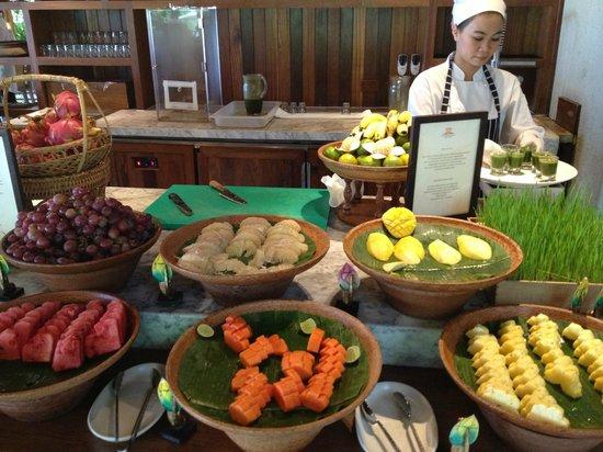 Kamalaya Koh Samui: Fresh fruit and wheetgrass shots every morning