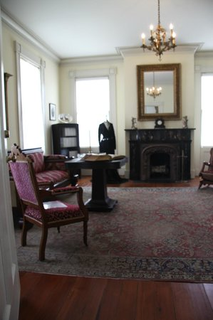 The Raney House Museum: The Raney House parlor