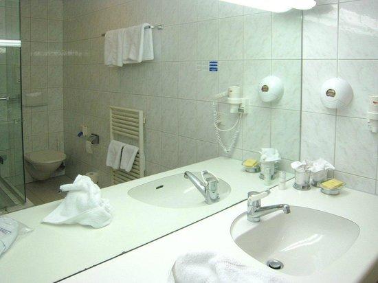 Hotel Bundnerhof: Bagno della camera 14