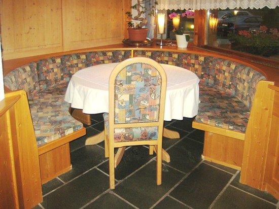 Hotel Bundnerhof: Un angolo intimo nella sala da pranzo