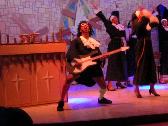 Creta Maris Beach Resort: Musical Sister Act