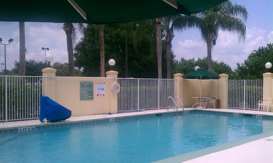 La Quinta Inn & Suites Melbourne Viera: Pool - kids loved it!