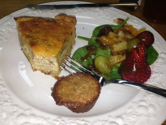 Little Brother's Bistro: Yummy spinach and bacon quiche with fruit and balsamic reduction