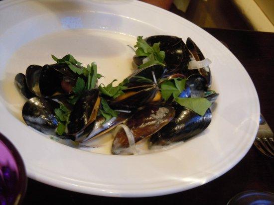 Bingley's Bistro: Half eaten mussels