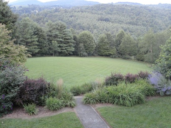 Mountain Song Inn: Gardens
