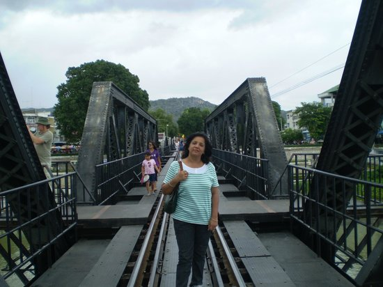 Duenshine Resort : On the Bridge on River Kawai