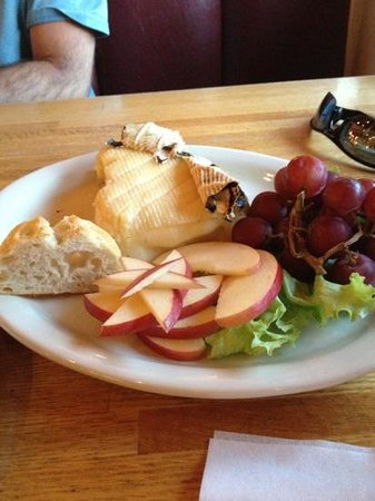 Twisted Cork Cafe: Brie with sourdough bread and fruit